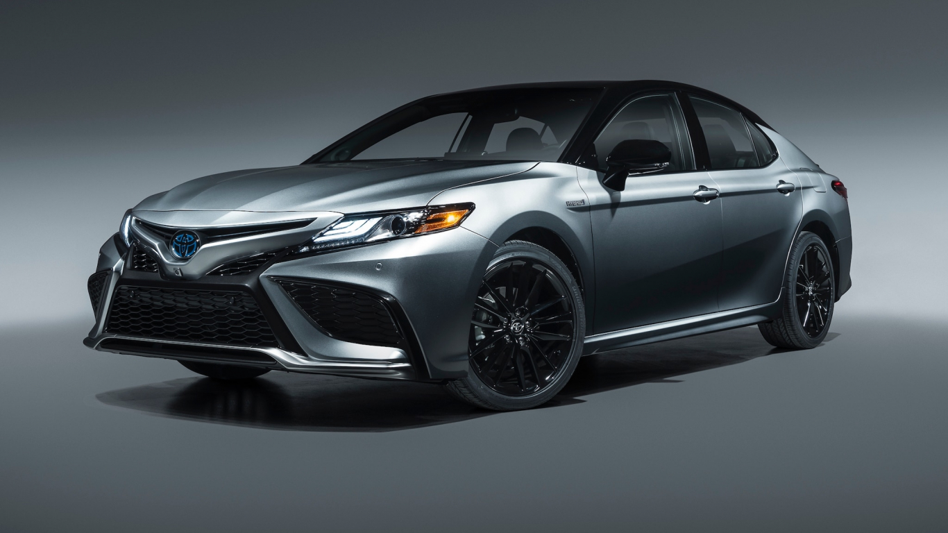 Toyota Camry 2021 ra mắt
