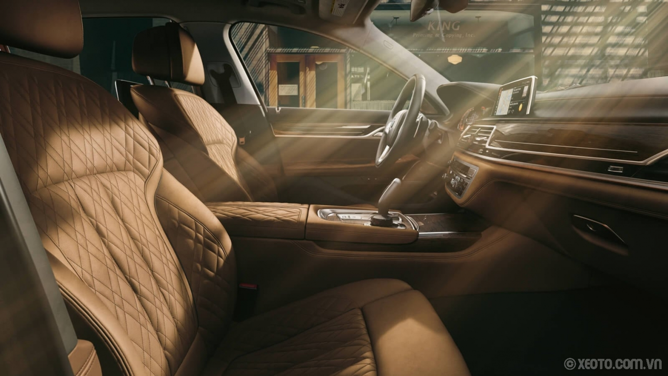 BMW 740Li 2020 hình ảnh nội thất Indulge in the luxury of distinguished wood trim and available massaging seats cloaked in beautiful leather upholstery.