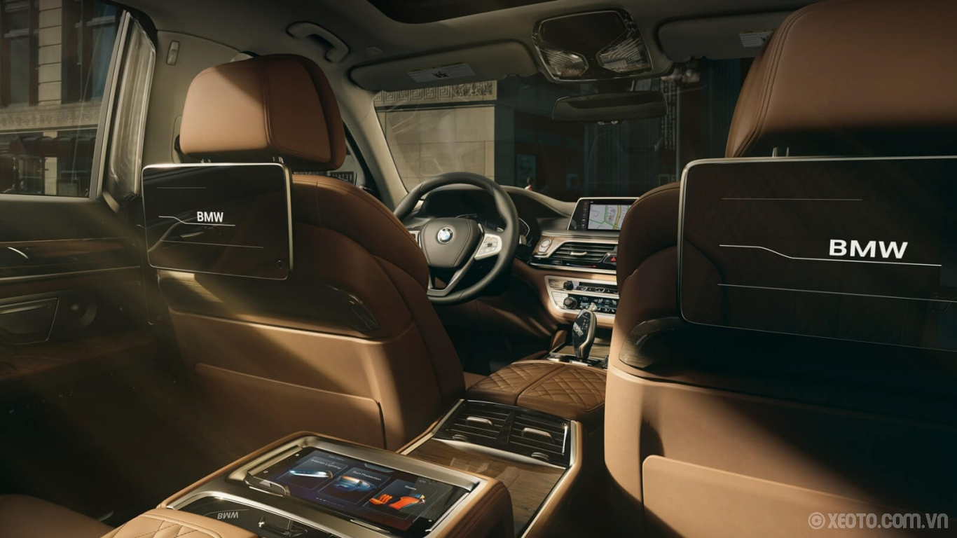 BMW 750Li 2020 hình ảnh nội thất Create a high-definition cinematic experience for your passengers with the available Rear-Seat Entertainment System.