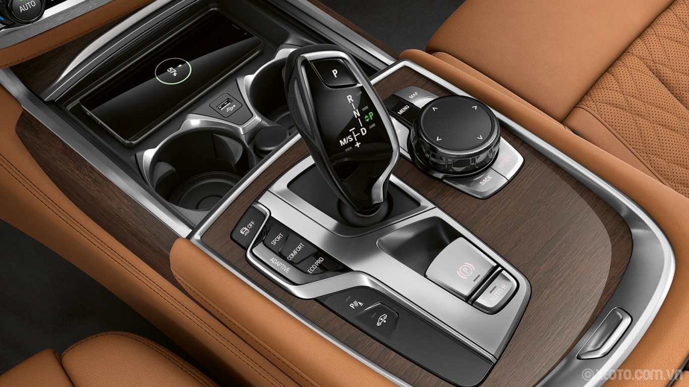 BMW 750Li 2020 hình ảnh nội thất Drive it your way. This exceptional sedan features drive modes to entice, enthrall, and excite every style of driver.