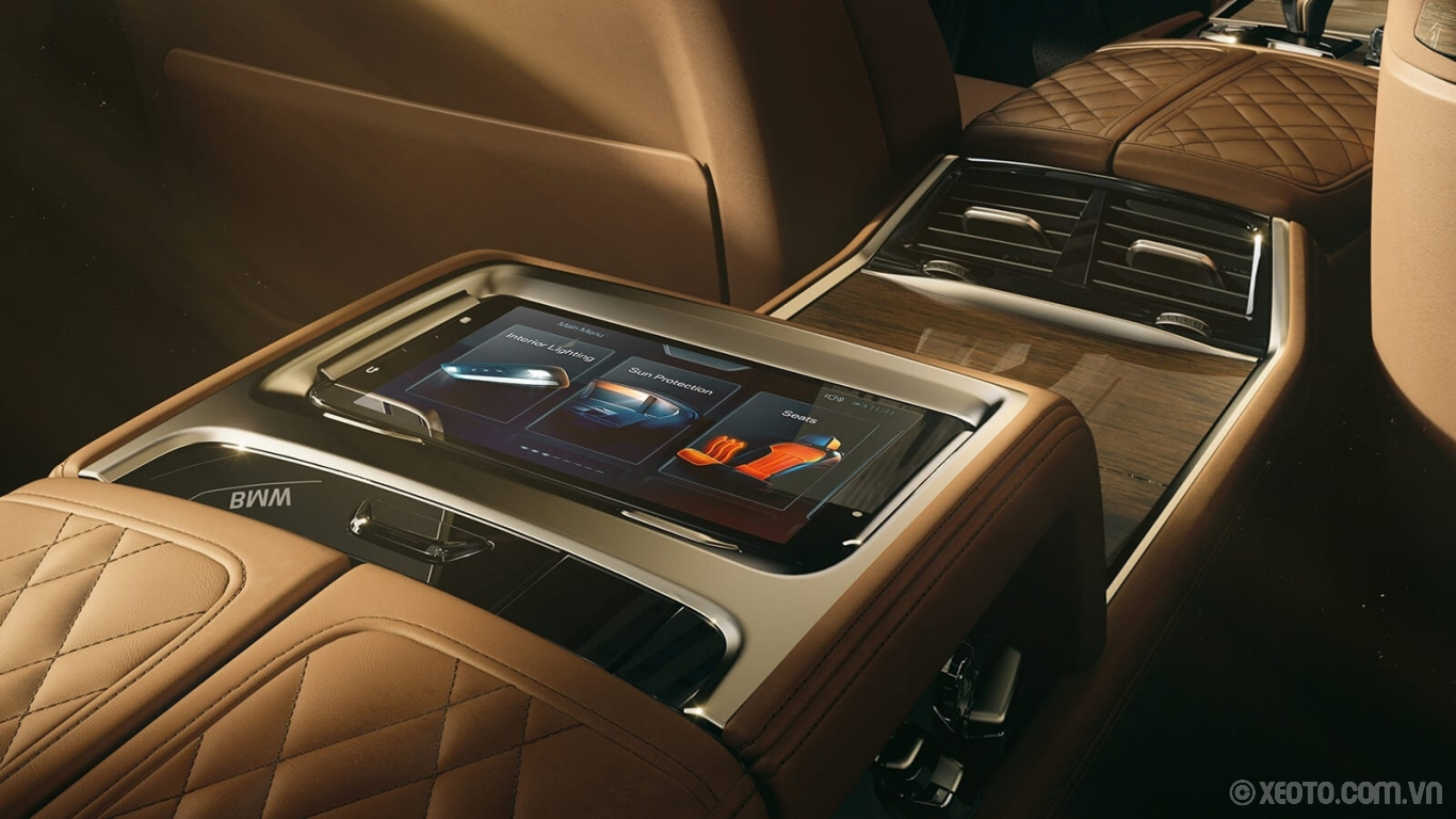 BMW 750Li 2020 hình ảnh nội thất Passengers in the rear seat can take control of climate, lighting, audio settings, and more with the available Touch Command Tablet.