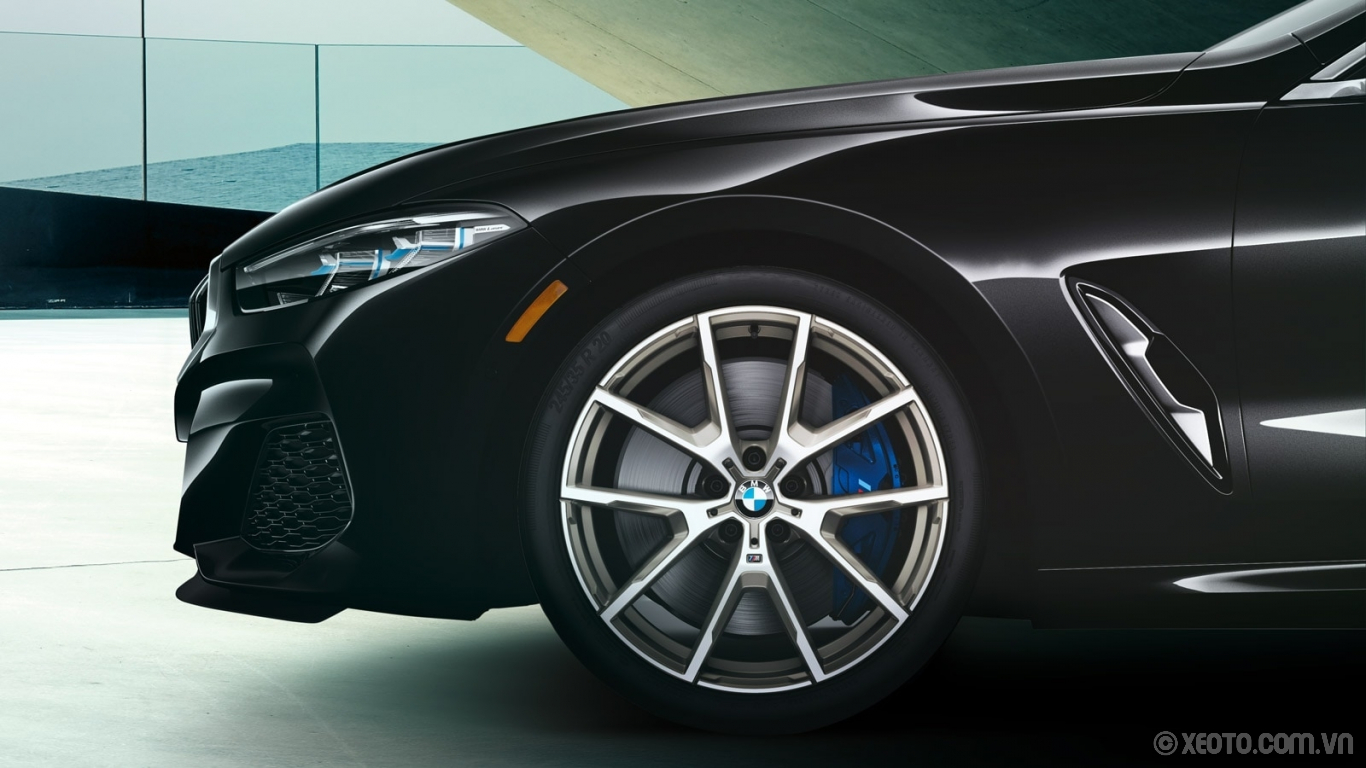"BMW 840i 2021 hình ảnh ngoại thất The 20"" M V-spoke cerium grey wheels and distinctive blue-calipered M Sport Brakes of the BMW M850i xDrive Gran Coupe make a stylish statement."