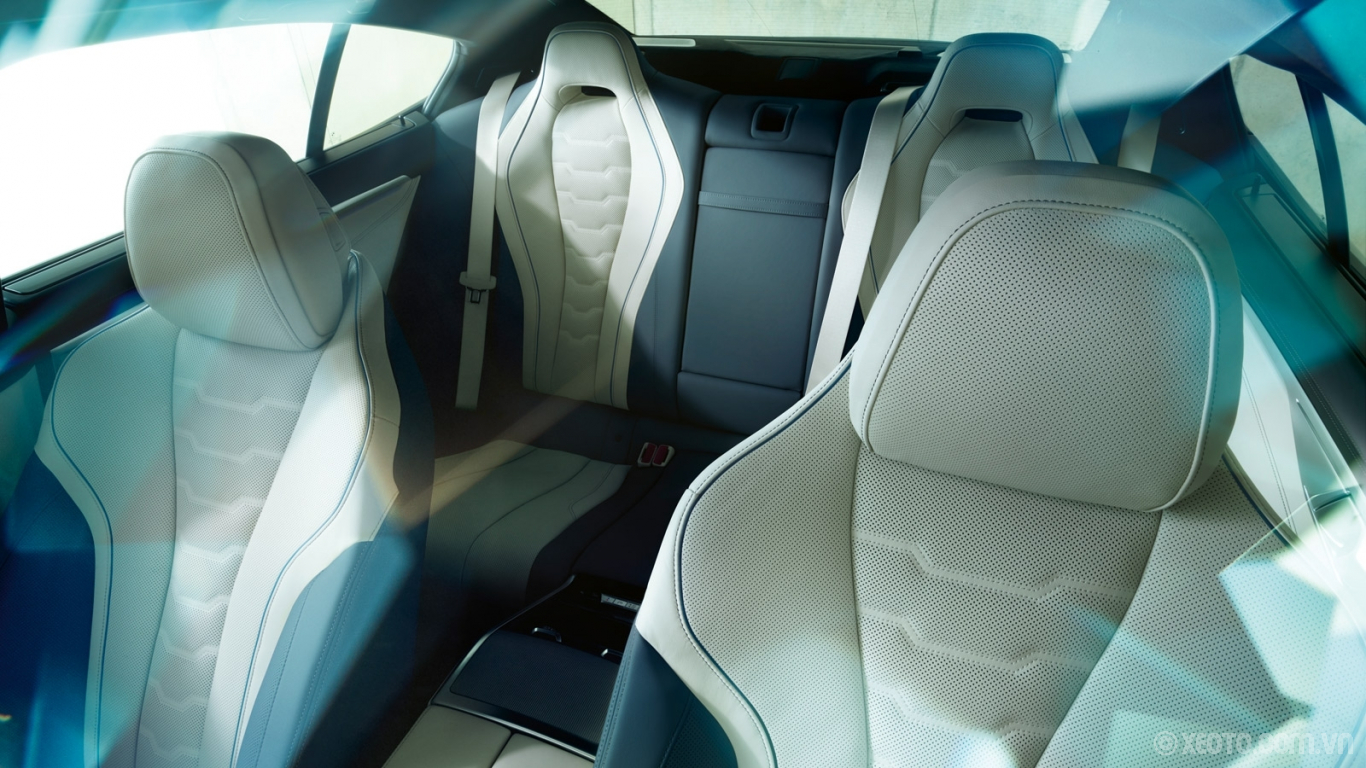 BMW 840i 2021 hình ảnh nội thất The BMW Individual Ivory White/Night Blue Full Merino leather seats of the BMW 8 Series Gran Coupe.
