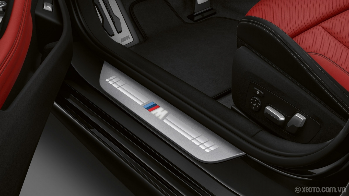 BMW 840i 2021 hình ảnh nội thất The exclusive badging of the M Sport door sills on the BMW 8 Series Gran Coupe.