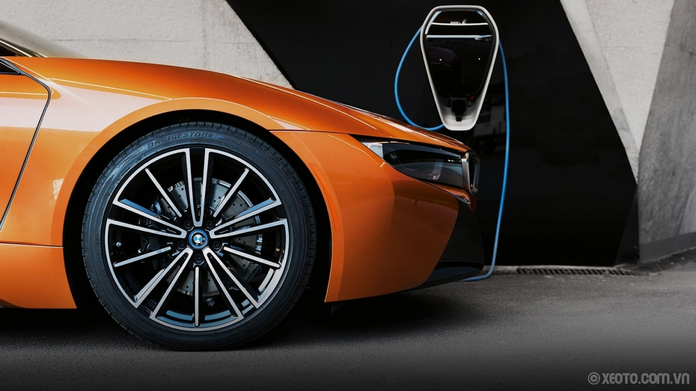 BMW i8 2020 hình ảnh ngoại thất A BMW i Wallbox, installed at home, is another option for charging your BMW i8 Roadster.