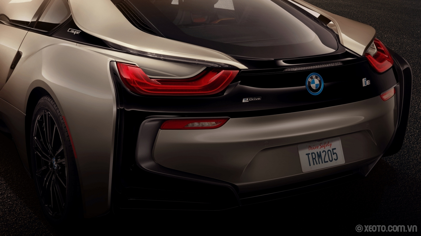 BMW i8 2020 hình ảnh ngoại thất The unique, U-shaped taillight design is an exclusive design element of the i8.