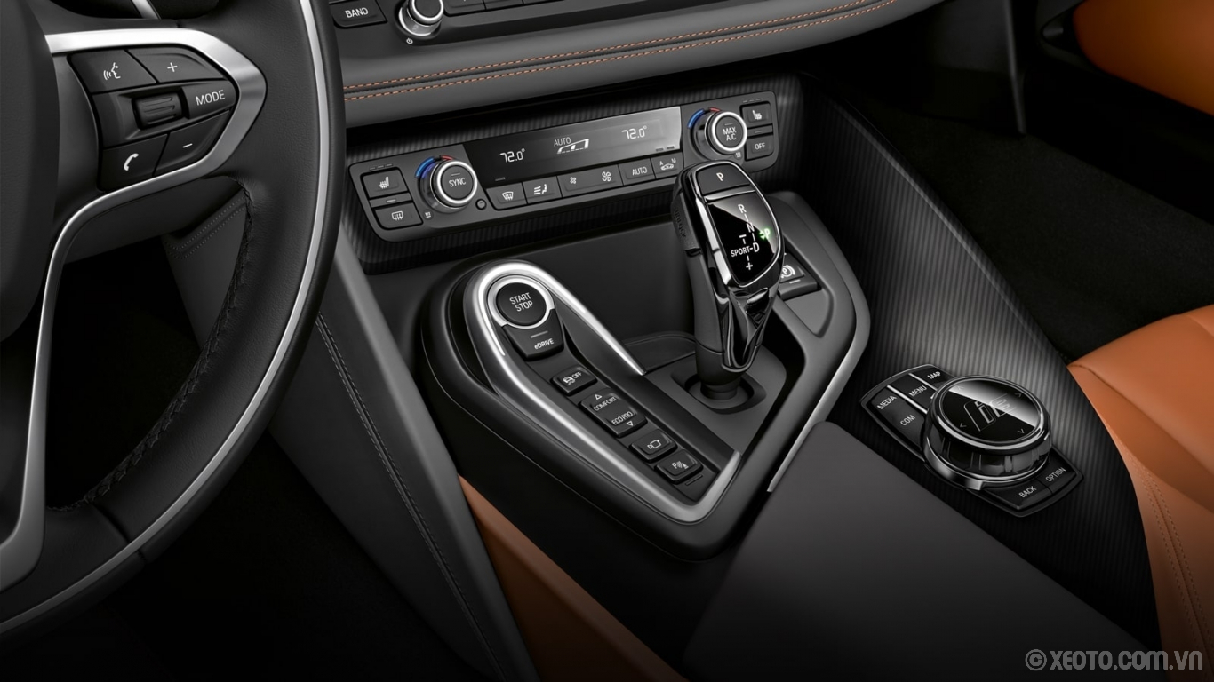 BMW i8 2020 hình ảnh nội thất The driver's controls are conveniently within reach, including the Drive Mode selector buttons.
