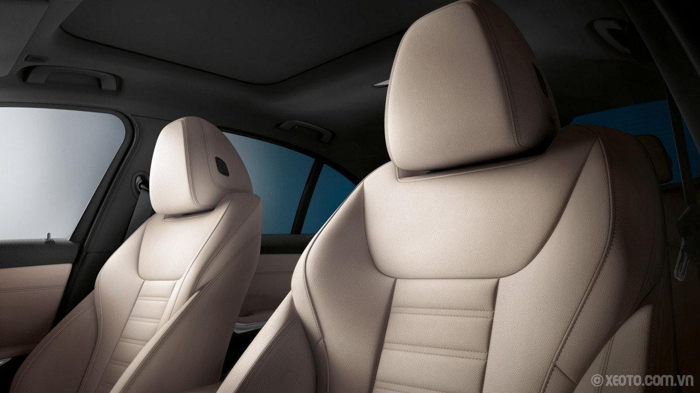 BMW M3 2020 hình ảnh nội thất The front Sport Seats of the BMW 330i is featured with Oyster Vernasca Leather with contrast stitching.