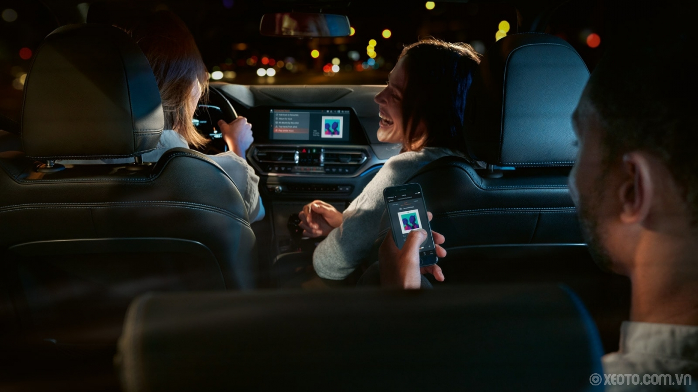 BMW M3 2020 hình ảnh nội thất The wireless connectivity of the available iDrive 7.0 Operating System allows you to play media, stream content, and plan trips right from your phone.