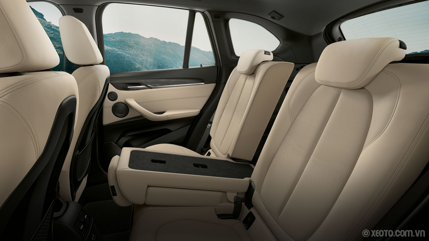 BMW X1 2020 hình ảnh nội thất Room to roam, room to grow – spacious headroom and available sliding rear seats give your passengers the ability to do both.