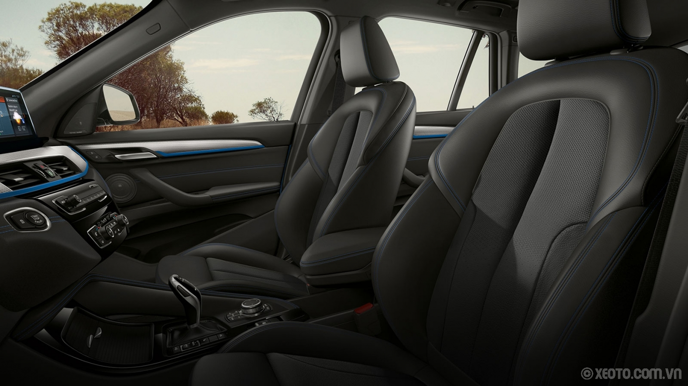BMW X1 2020 hình ảnh nội thất The interior makes the feel like a true Sports Activity Vehicle® inside and out with available M Sport trim and upholstery.