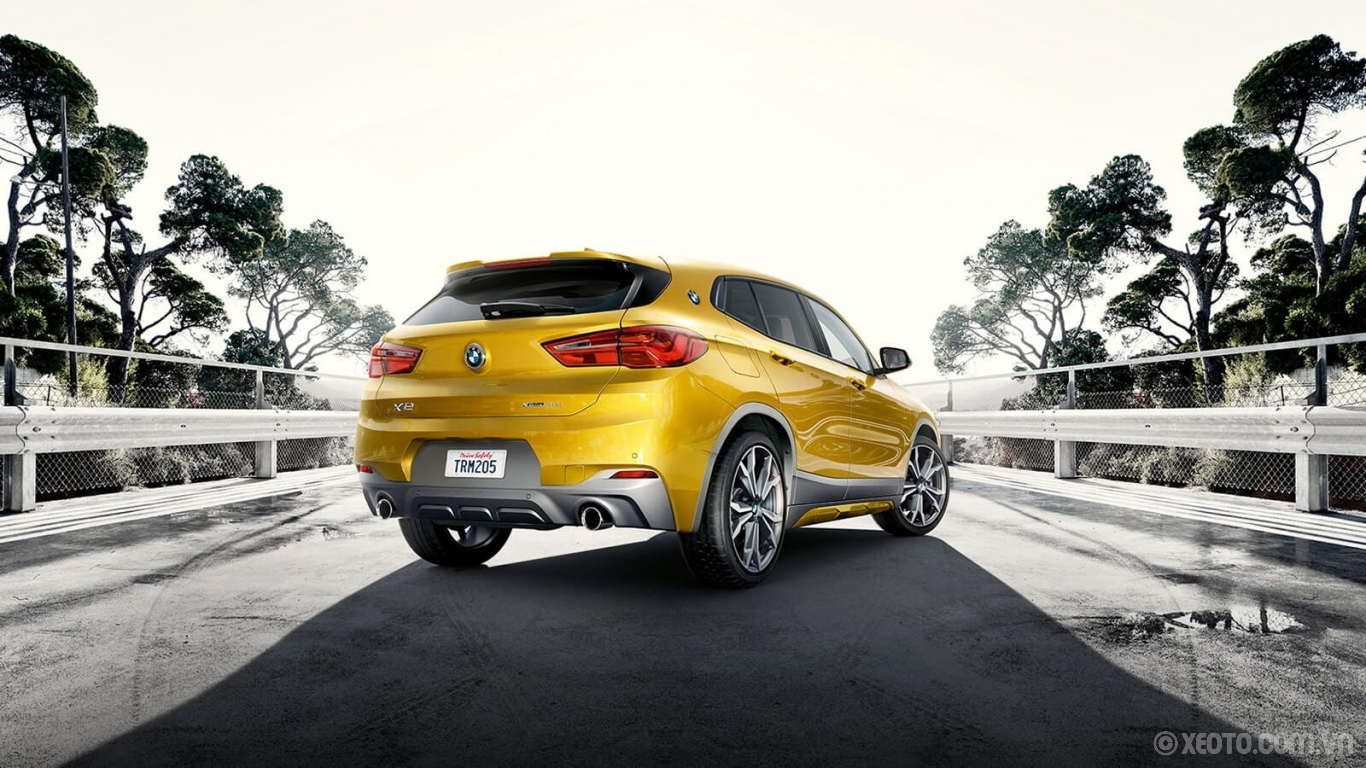 BMW X2 2020 hình ảnh ngoại thất Grey accents and bold twin tailpipes contribute to the energetic design of the BMW X2.