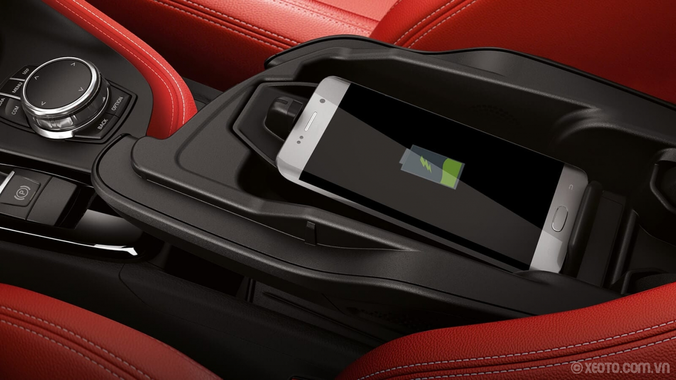BMW X2 2020 hình ảnh nội thất An optional Wireless Charging tray keeps your compatible mobile devices ready to go while you're on the go.
