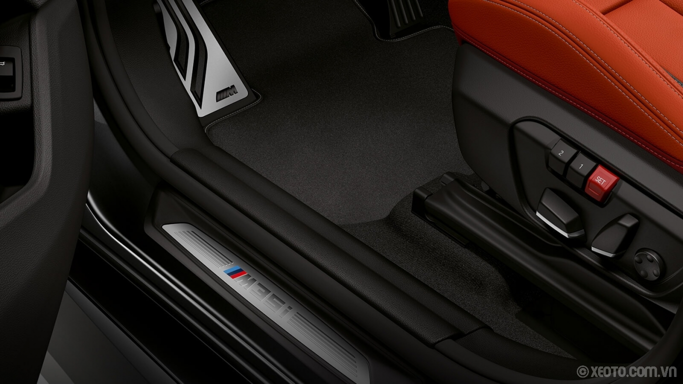BMW X2 2020 hình ảnh nội thất The BMW X2 M35i wears its M badge with pride, even on the exclusive door sills.