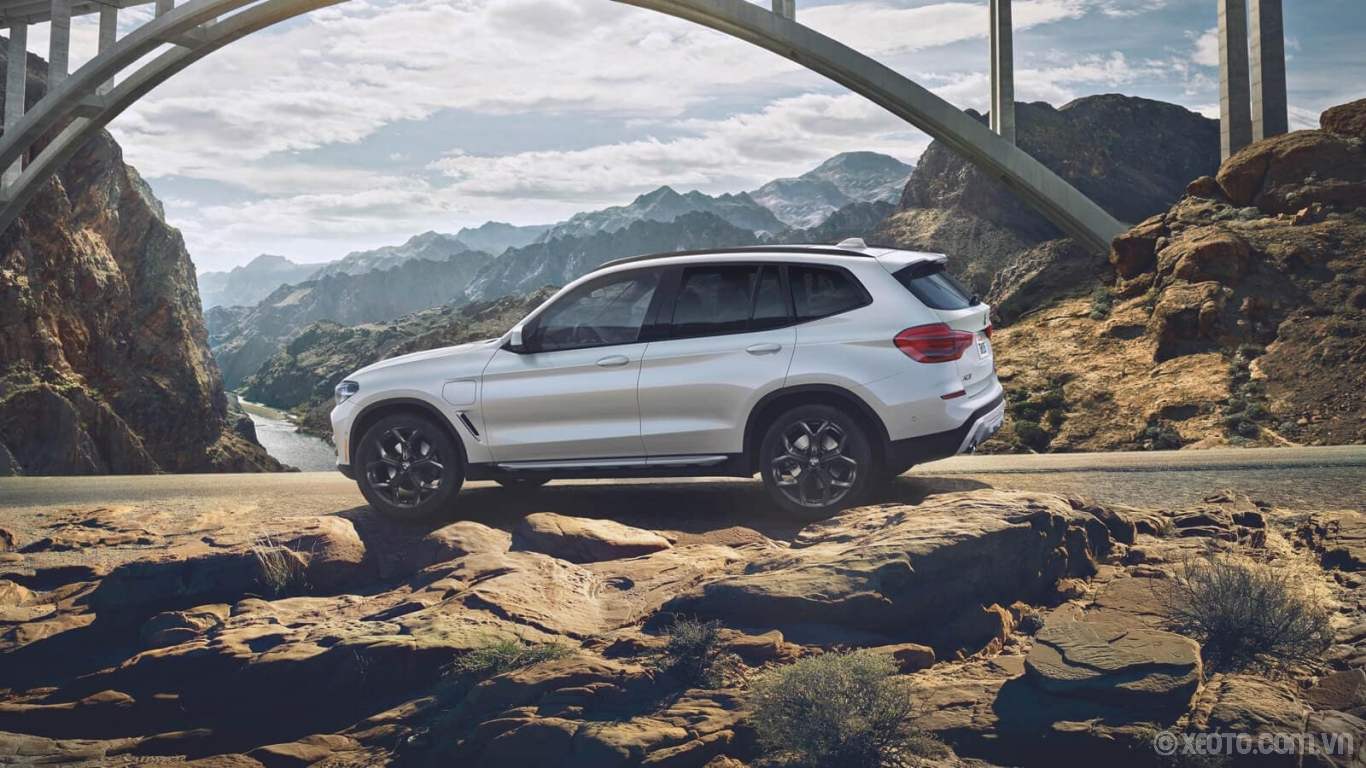 BMW X3 2020 hình ảnh ngoại thất The power and range to go anywhere your heart desires. The BMW X3 xDrive30e has arrived.