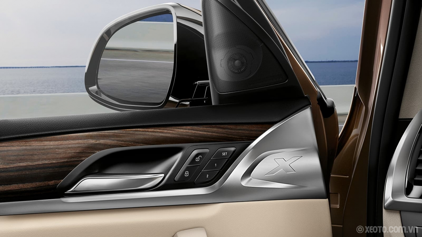 BMW X3 2020 hình ảnh nội thất A touch of luxury. Ride in style with the X3's wooden Fineline Cove Matte Finish trim and high-fidelity 12-speaker sound system.