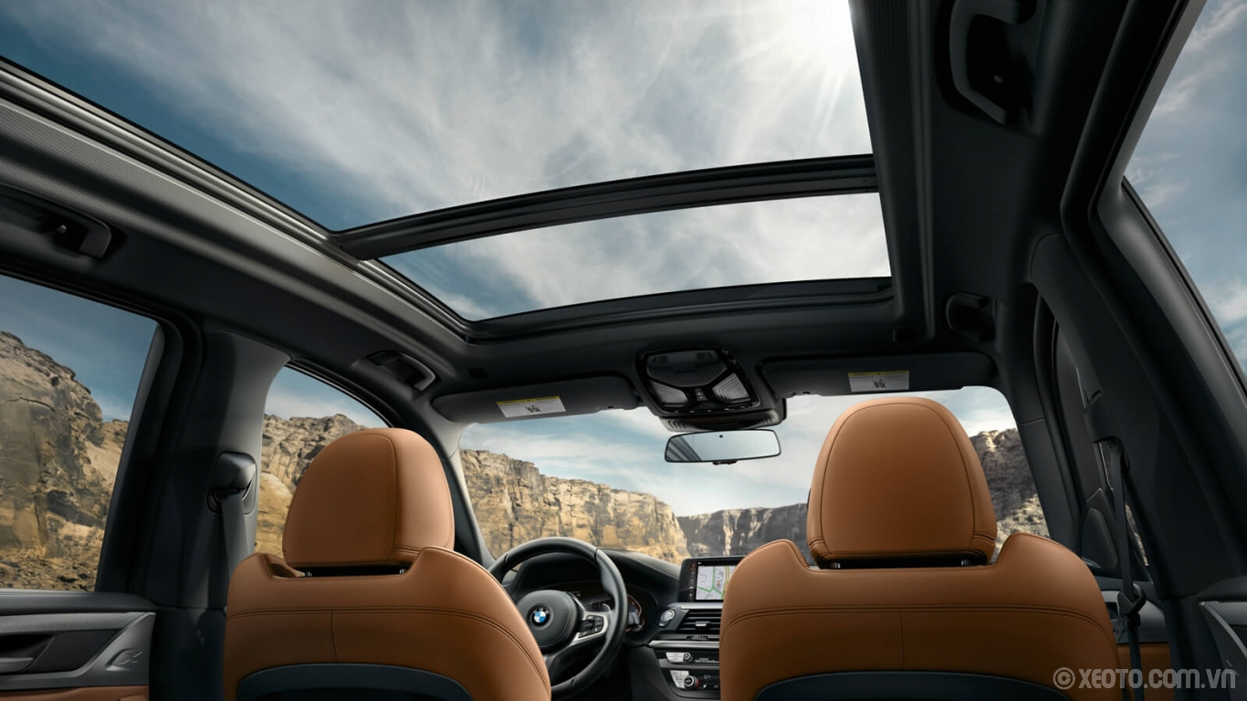 BMW X3 2020 hình ảnh nội thất Good looking out. The BMW X3's wide Panoramic Moonroof creates a rich ambience for every passenger.