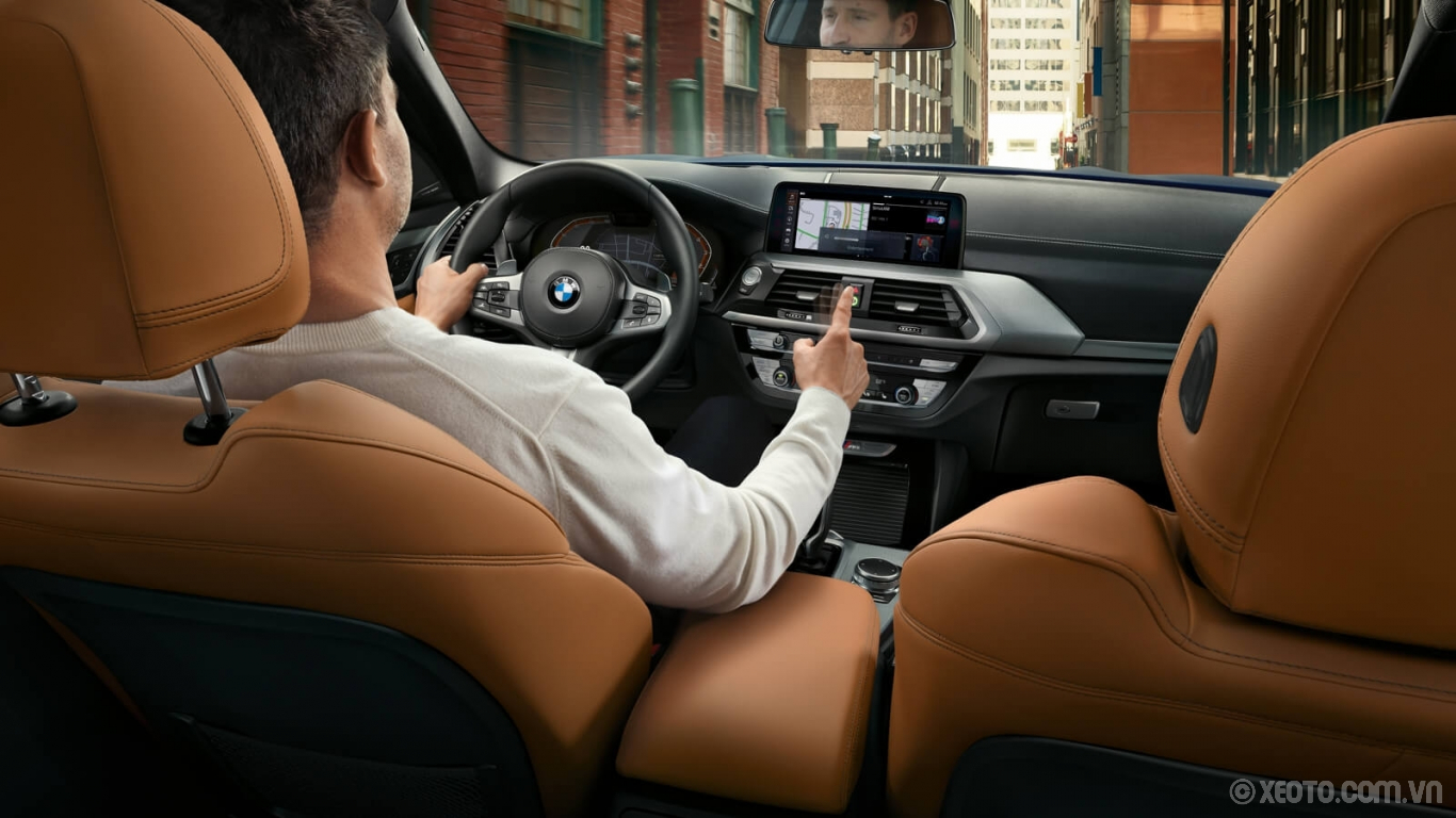 BMW X3 2020 hình ảnh nội thất Take command of the iDrive system with available Gesture Control, available in the Executive Package of the BMW X3.