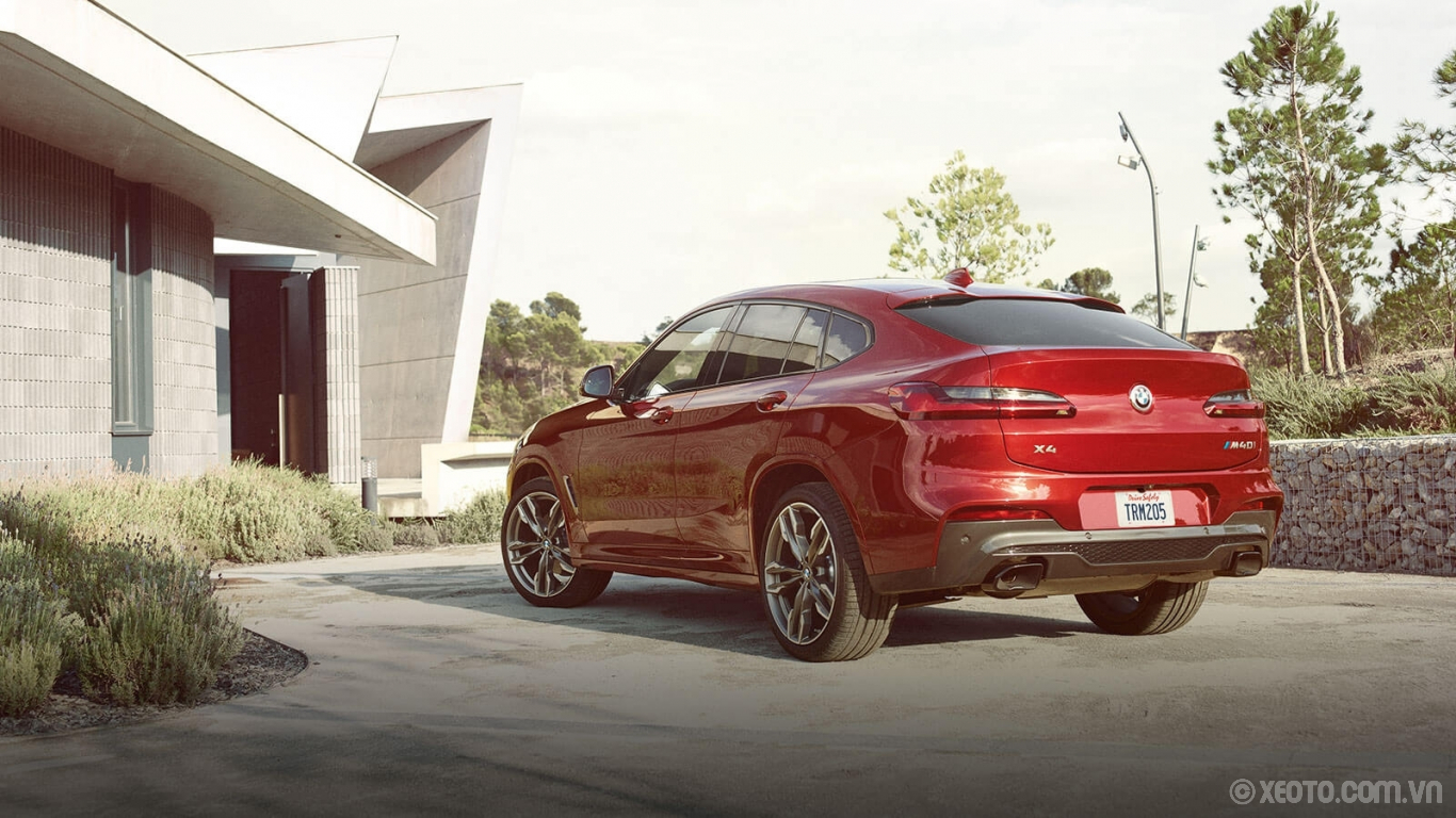 BMW X4 2020 hình ảnh ngoại thất The BMW X4 M40i displays aggressive character in the back with the distinctive spoiler and rear diffuser.