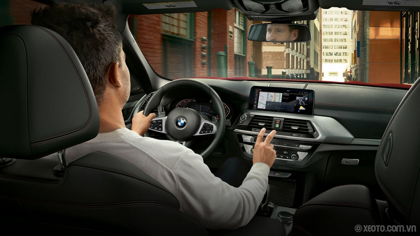 BMW X4 2020 hình ảnh nội thất Conveniently interact with your BMW X4 through the optional Gesture Control, which allows you to adjust volume, answer phone calls, and navigate with a simple a wave of the hand.