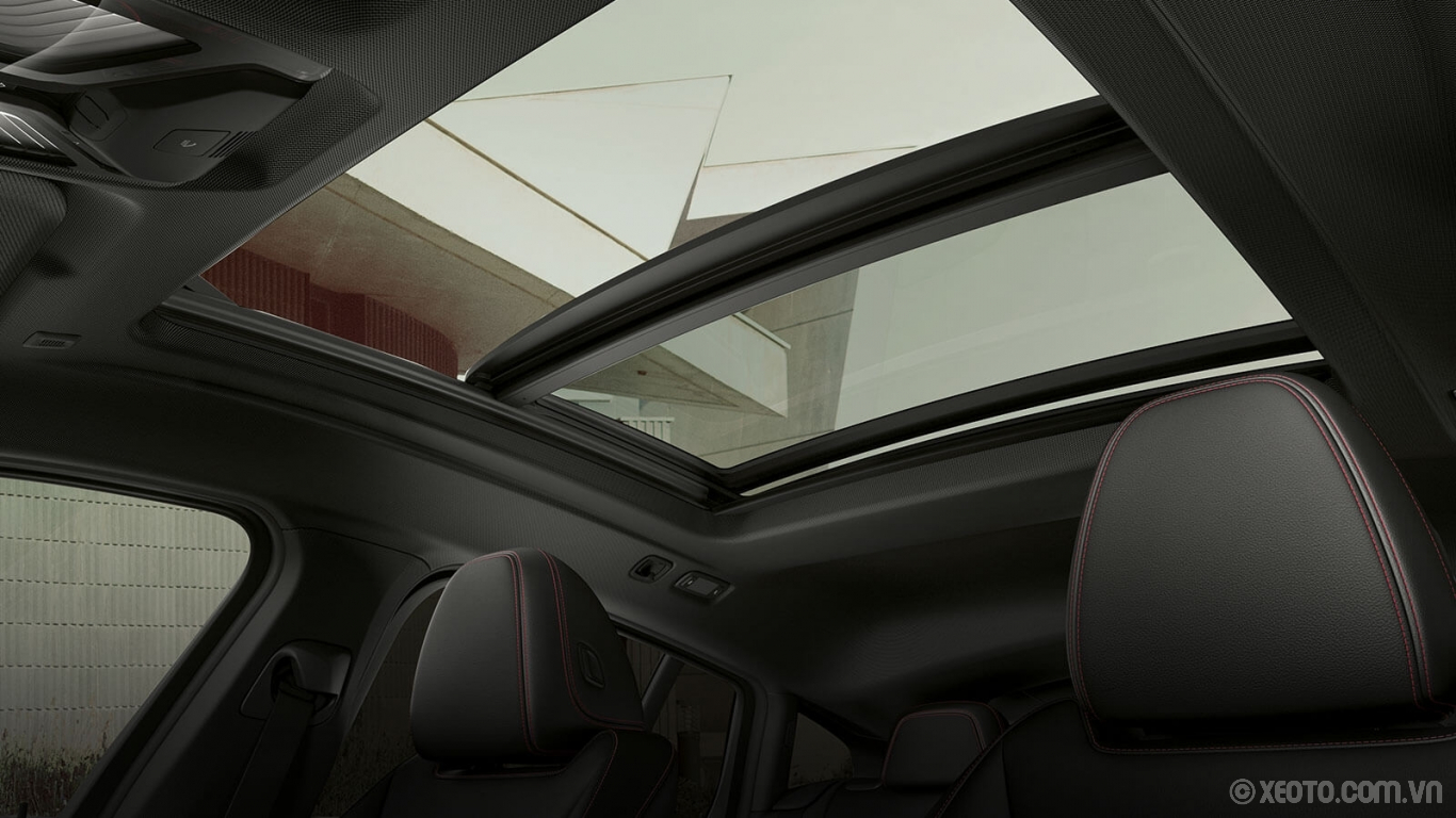 BMW X4 2020 hình ảnh nội thất The standard Panoramic Moonroof sheds natural light into the BMW X4's interior cabin with just a touch of a button.