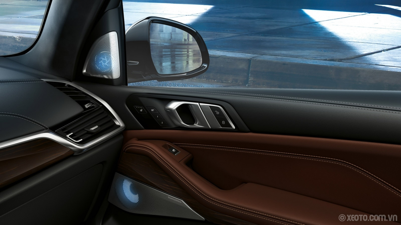 BMW X5 2020 hình ảnh nội thất Attention to detailed craftsmanship is everywhere in the 2020 BMW X5, from the interior trim and upholstery to the advanced available sound systems.