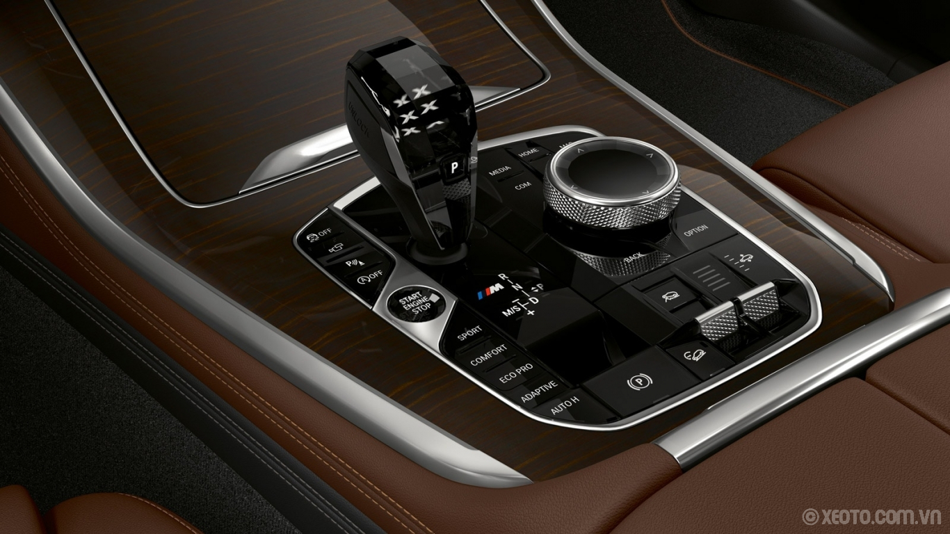 BMW X5 2020 hình ảnh nội thất Instantly adjust your driving adventure from cool cruising to sharp cornering with the standard Sport Automatic Transmission.