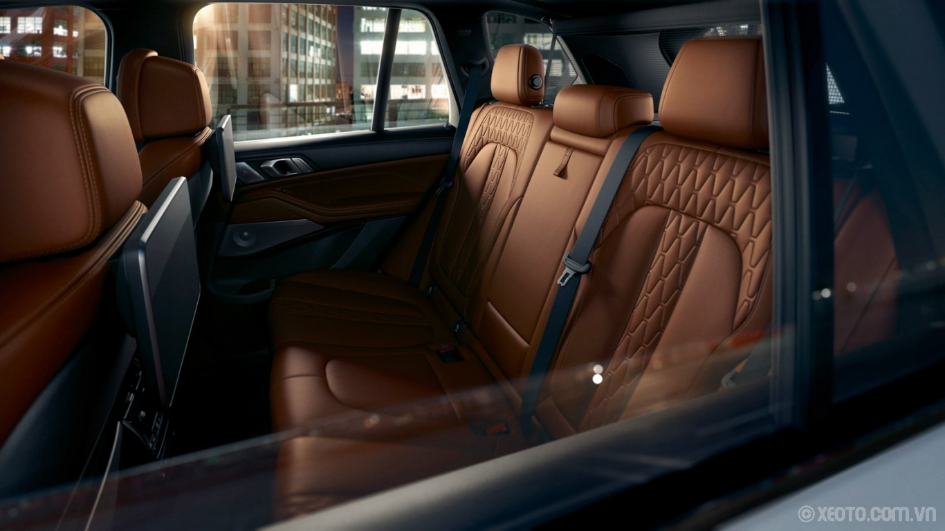 BMW X5 2020 hình ảnh nội thất No matter where you're headed, the BMW X5 will get you and your passengers there in comfort with luxurious upholstery.