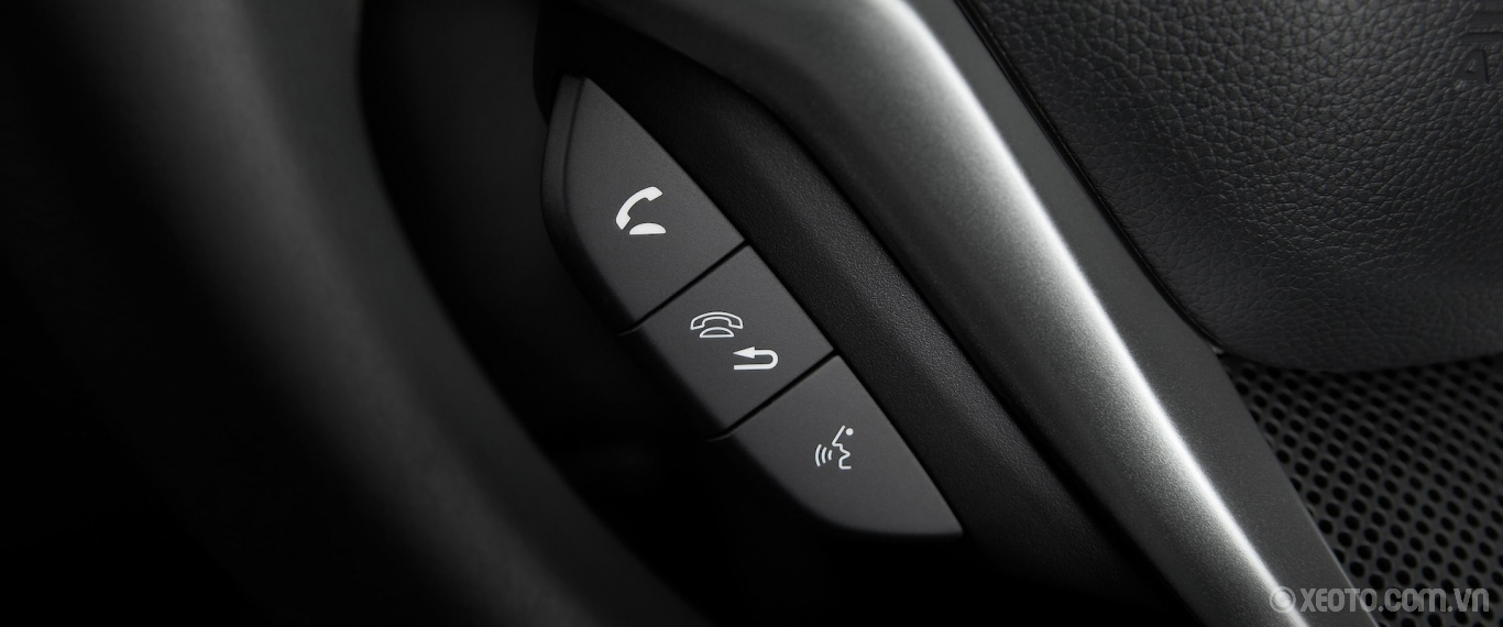 Honda Fit 2020 hình ảnh nội thất Detail of Bluetooth® hands-free technology controls on steering wheel in the 2020 Honda Fit EX-L. - Opens a dialog