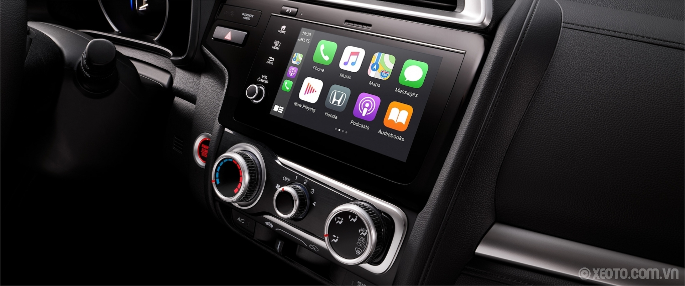 Honda Fit 2020 hình ảnh nội thất Display Audio touch-screen with Apple CarPlay® detail in the 2020 Honda Fit. - Opens a dialog