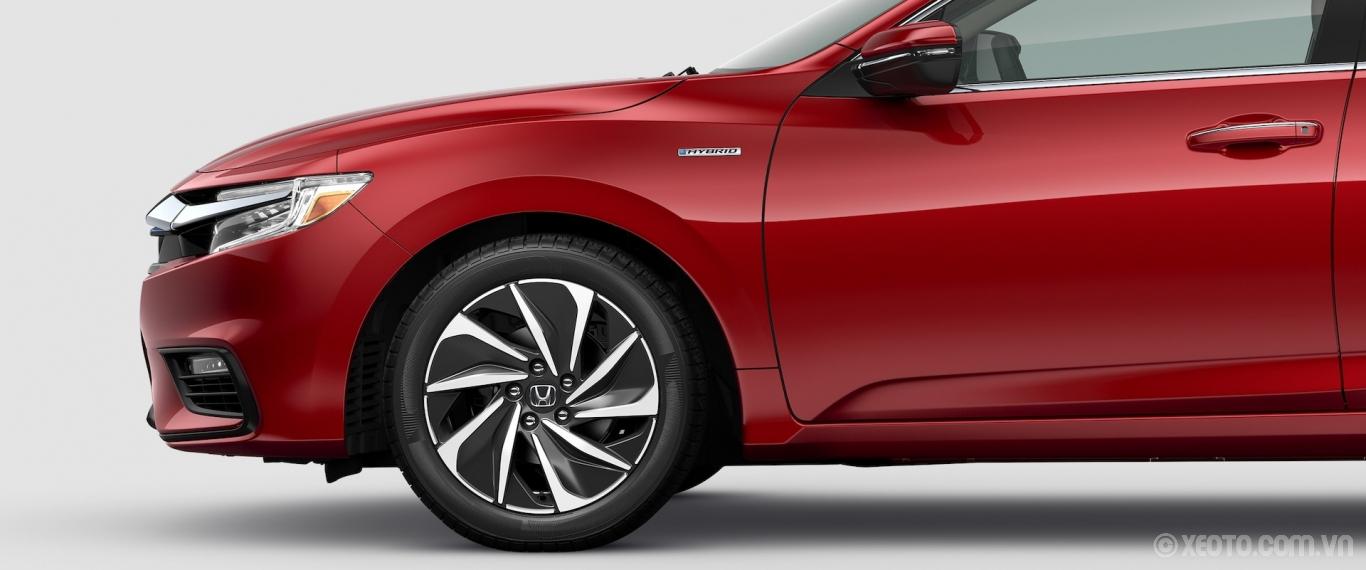 Honda Insight 2020 hình ảnh ngoại thất Front driver-side profile close-up view of alloy wheel on 2021 Honda Insight Touring in Radiant Red Metallic. - Opens a dialog