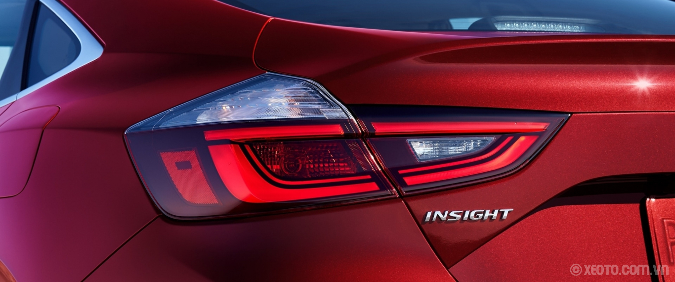Honda Insight 2020 hình ảnh ngoại thất LED taillight detail on 2021 Honda Insight Touring in Radiant Red Metallic. - Opens a dialog