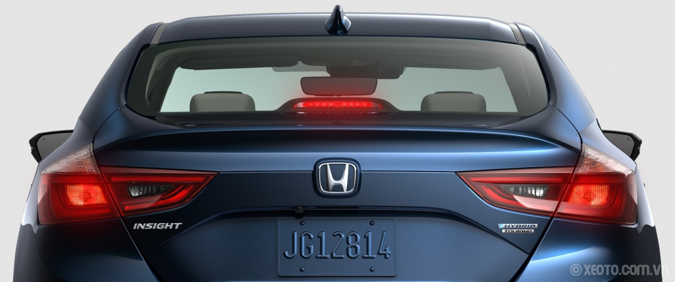 Honda Insight 2020 hình ảnh ngoại thất Rear close-up view of 2021 Honda Insight Touring in Cosmic Blue Metallic. - Opens a dialog