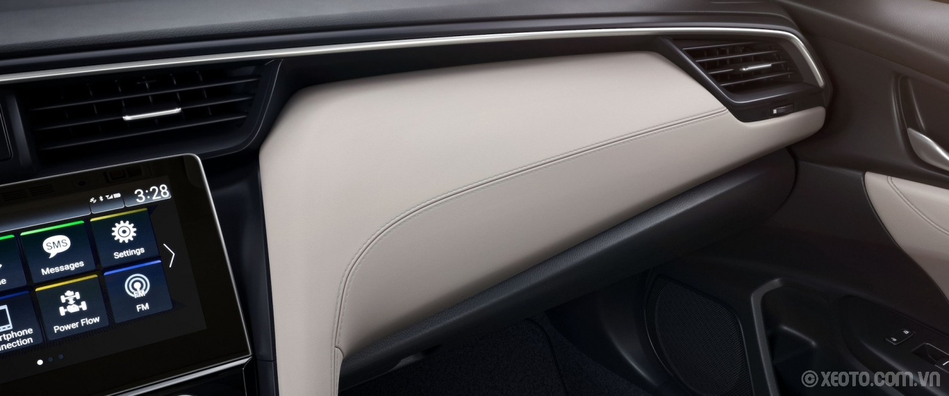 Honda Insight 2020 hình ảnh nội thất Interior close-up view of dash trim on 2021 Honda Insight Touring with Ivory Leather. - Opens a dialog