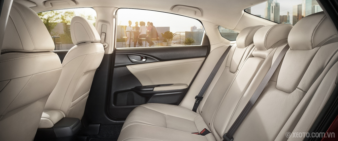 Honda Insight 2020 hình ảnh nội thất Interior driver-side profile view of rear seats in the 2021 Honda Insight with Ivory Leather. - Opens a dialog
