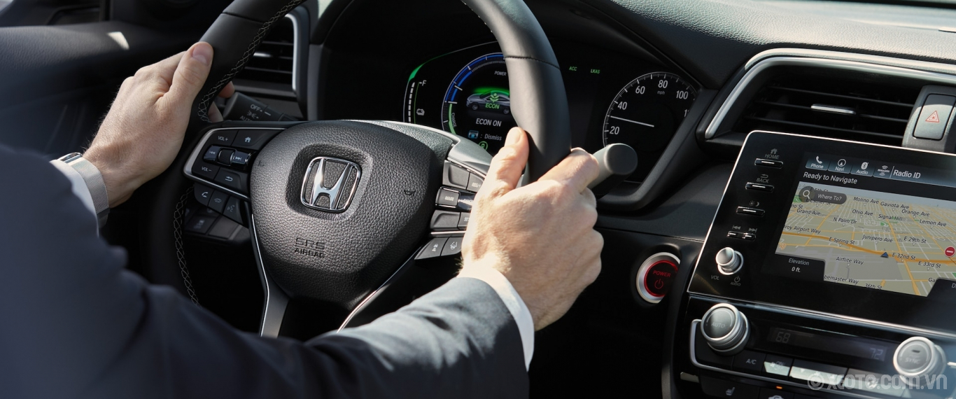 Honda Insight 2020 hình ảnh nội thất Steering wheel detail in the 2021 Honda Insight Touring with Black Leather. - Opens a dialog